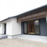 新居浜平屋和モダン外観、塗り壁、格子