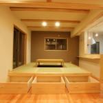 西条和風新築 小上がり和室、引き出し収納、梁見せ