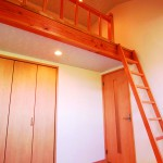 モダン和風住宅の子供部屋のロフト