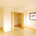 新居浜新築2階子供部屋 無垢床材、浮造りピノアース