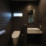 西条スタイリッシュ平屋トイレ、手洗い、タイル貼