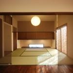 モダン和風住宅の畳リビングと床の間