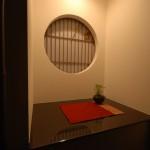 モダン和風の飾り棚、丸窓障子