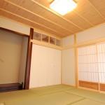 西条モダン和風 真壁和室、床の間、床柱、畳、障子