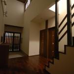 新居浜モダン和風住宅の玄関吹き抜けホール