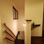 新居浜モダン和風住宅の階段、無垢材(栗)の床