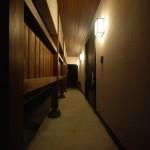 新居浜和モダン玄関ポーチ、土間、板張り天井