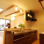 モダン和風住宅のLDKのキッチン