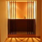 新居浜平屋和モダン 飾り棚、照明の影