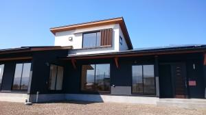 西条モダン和風新築 平屋外観、塗り壁、採光窓
