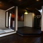 西条モダン新築 リビング、スキップフロア、小上がり和室、琉球畳