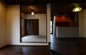 西条モダン新築 小上がり和室、琉球畳、スキップフロア、造作建具