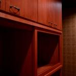西条モダン新築 食器棚、無垢材、塗装