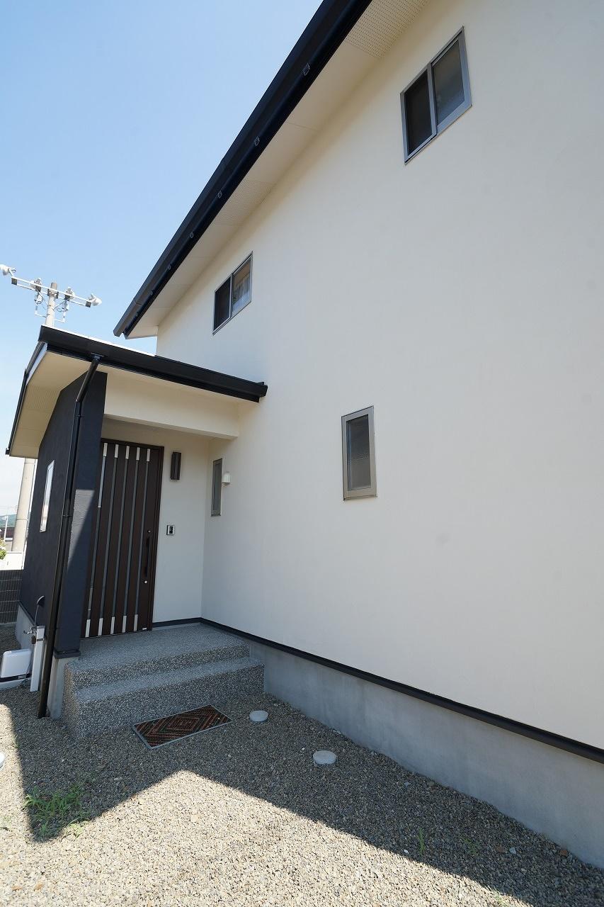 新築建売住宅 外観 塗り壁 洗い出しポーチ