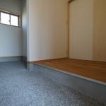 新築建売住宅の玄関・土間収納、洗い出し