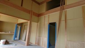 西条市神戸で建築中の和風平屋住宅の内部造作工事完了写真、大黒柱